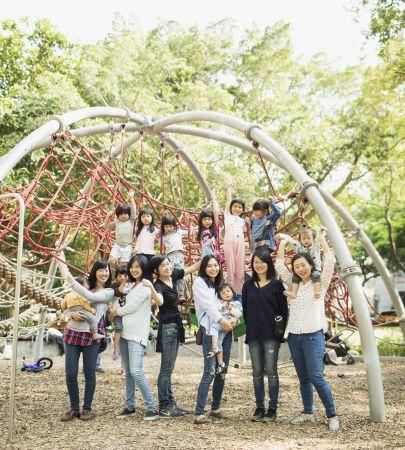 天母天和公園的大型攀爬架,讓孩子們盡情探索肢體的可能