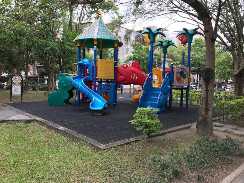 南港玉成公園原先採用的罐頭化遊具