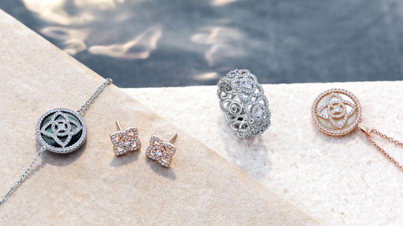 最近榮登編編心頭好的De Beers 「Enchanted Lotus系列」,是以純潔充滿生命力的蓮花圖案、璀璨鑽石以及精湛鑲嵌工藝,呈現出文靜高雅、瑰麗多樣的吸睛魅力