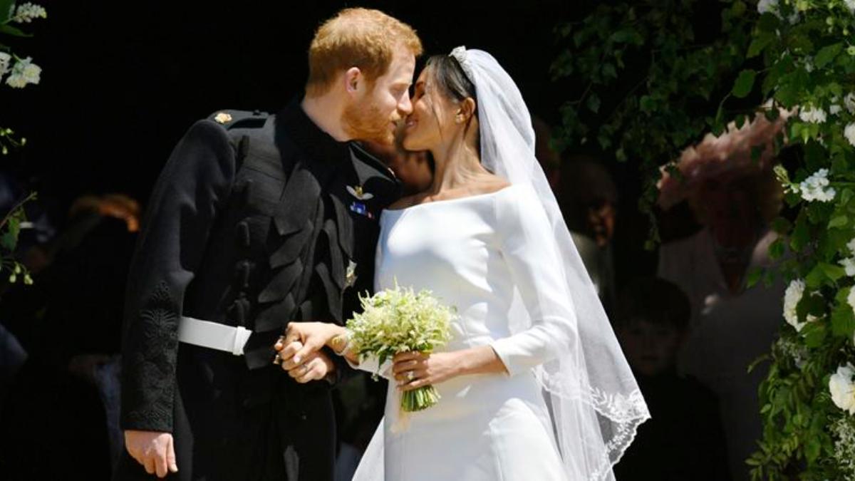 掀開新娘頭紗那刻太美了!哈利王子與梅根深情相視,浪漫英國皇室婚禮耗資13億台幣
