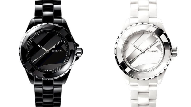 2018年,數字遊戲J12 Untitled 腕錶系列是以鍍銠與漆藝於面盤呈現變形數字圖騰,同系列另有限量一組12款的套錶,亮點在於香奈兒首度以馬賽克技法,交錯鑲嵌黑與白色高科技精密陶瓷,每一只腕錶各於錶盤與錶圈上,破格地呈現時標數字1到12的部分角度,就像是拼圖般的有趣設計。