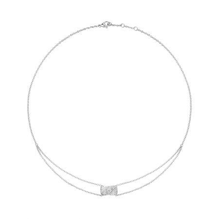 """2018年新款""""COCO CRUSH """"項鍊18K白金鑲嵌29顆明亮式切割鑽石。建議售價NTD155,000元"""