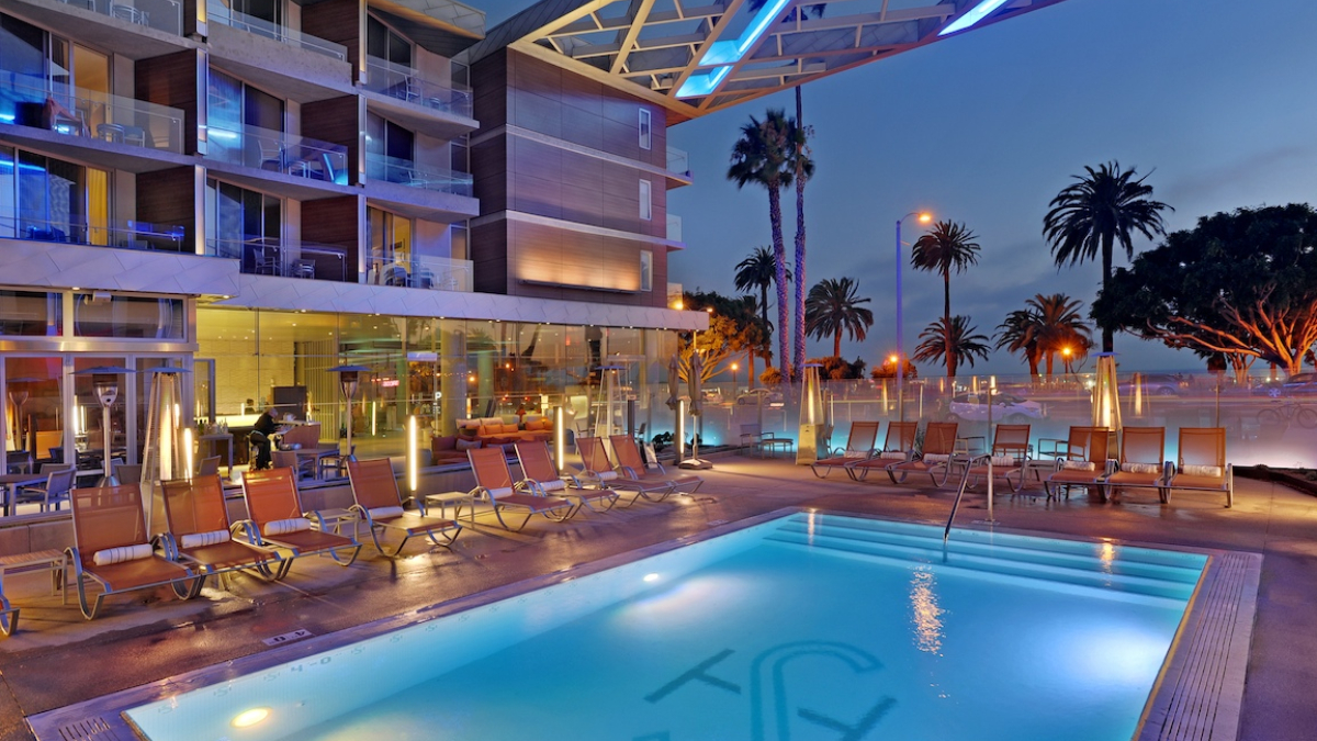 聖塔莫尼卡海灘旁的綠飯店  Shore Hotel