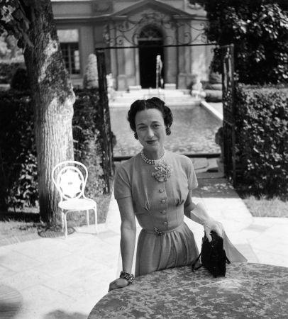溫莎公爵夫人配戴她的美洲豹胸針於腰間