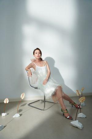 裸膚透紗洋裝、透明裝飾造型洋裝、銀色繫帶露趾跟鞋,All by Prada。