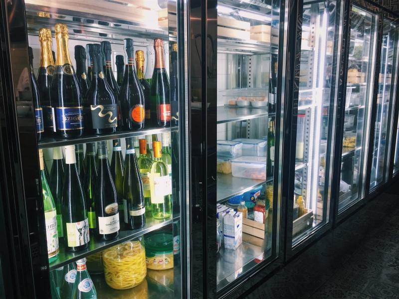 「好食物會有好靈魂,配酒會有好血液。」每季酒單隨新菜色推出,隨選紅酒、白酒或是氣泡酒,不同菜色有其命中注定的好搭檔。
