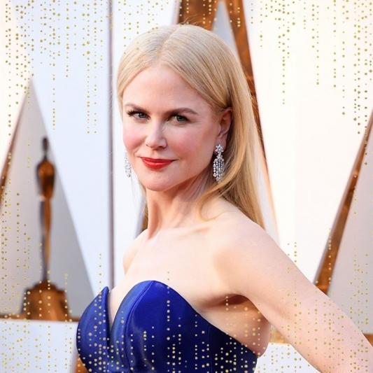 戴上總重有84克拉的Harry Winston鑽石耳環,紅毯上的妮可基嫚Nicole Kidman根本自帶閃光,美得超有氣勢的!