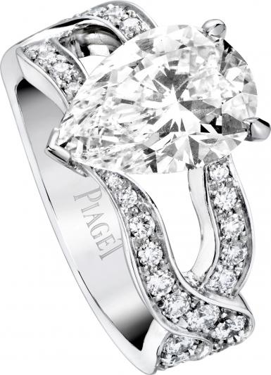 PIAGET Limelight Secret Garden 單鑽訂婚指環 鑲嵌中央單顆梨形切割主鑽(有1.5-3.0克拉選擇)及多顆圓形美鑽 參考價格 1,430,000起