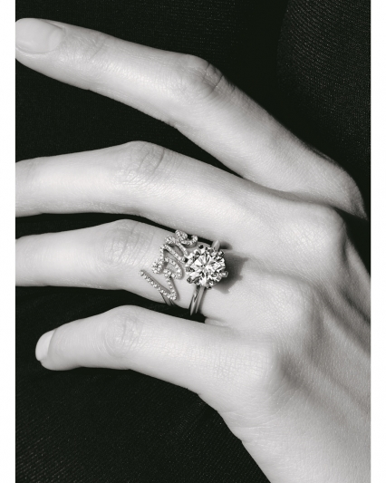 The Tiffany Setting六爪鑲嵌鉑金鑽戒,約NT$50,000起