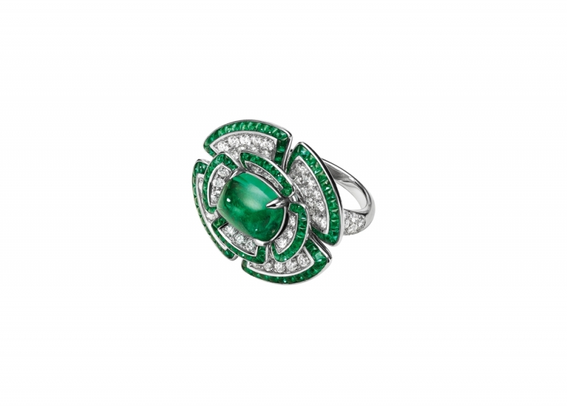 BVLGARI Giardini Italiani系列 花卉造型頂級鑽石與祖母綠戒指,TWD9,120,000(263143)