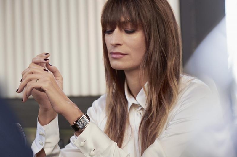 全球品牌大使卡洛琳德麥格雷特Caroline de Maigret,詮釋2018年巴賽爾錶展BaselWorld展出的全新Boy Friend 鏤空腕錶。