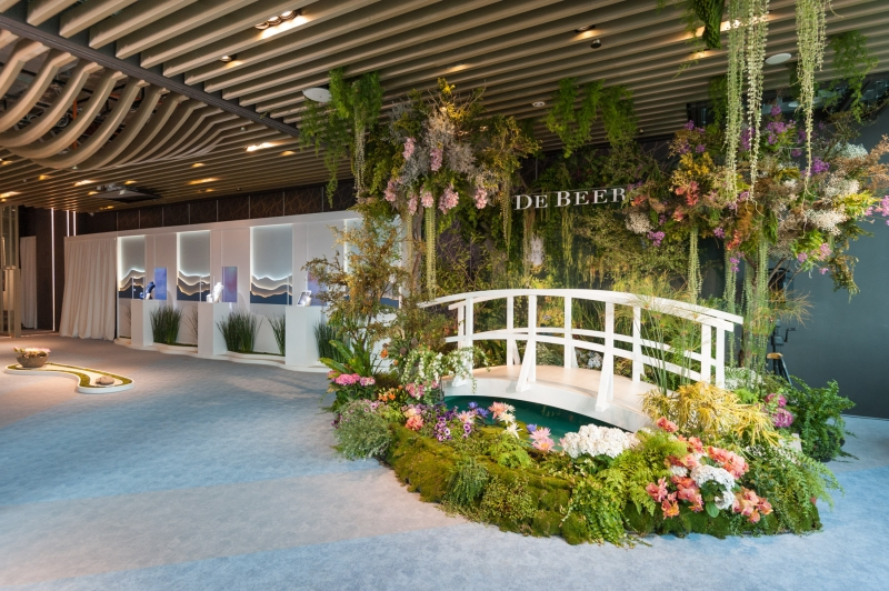 De Beers 舉辦 Lotus by De Beers 高級珠寶展,發表全新高級珠寶系列