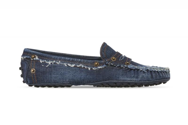 抽鬚丹寧豆豆鞋,Tod's,NT20,000。