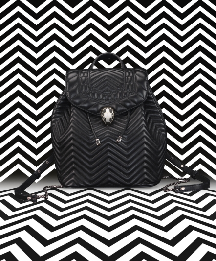 SERPENTI FOREVER 黑色小牛皮後背包,售價:約新台幣86,900元。