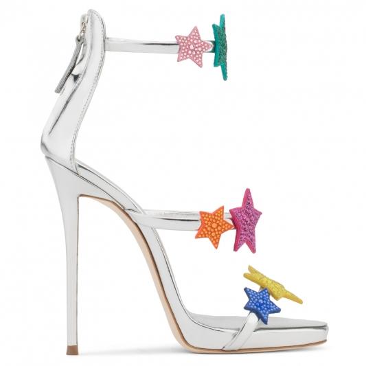 水鑽裝飾高跟涼鞋,Giuseppe Zanotti。