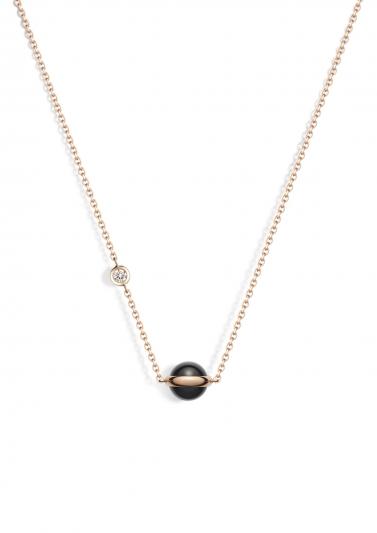 Possession 系列項鍊 18K玫瑰金,鑲嵌單顆圓形美鑽(約0.06克拉)及黑瑪瑙圓珠 G33PB100台幣參考價格 55,000元