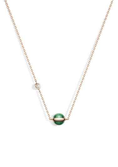 Possession 系列項鍊 18K玫瑰金,鑲嵌單顆圓形美鑽(約0.06克拉)及孔雀石圓珠 G33PB300台幣參考價格 55,000元