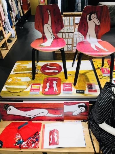 誠品生活AXES松菸店∣04.28-06.30∣Gold Deco∣雙裸女曲木椅,推薦價$14,000元 (組) ∣常玉系列托盤,推薦價$1,600 (個)。