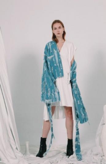 誠品生活AXES|Ceci|Kade牛仔外套$19,850|Kalpana綁帶洋裝$13,950。