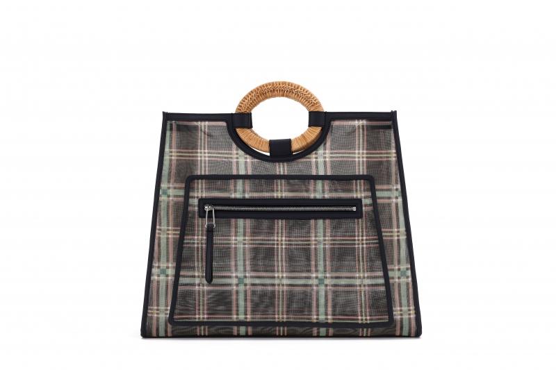 格紋透視手提包,Fendi,NT98,000。