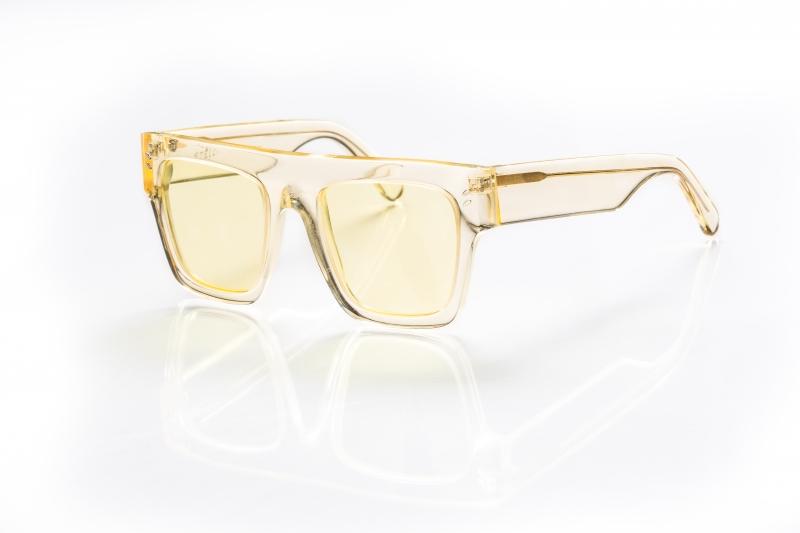 鵝黃色太陽眼鏡,Stella McCartney。