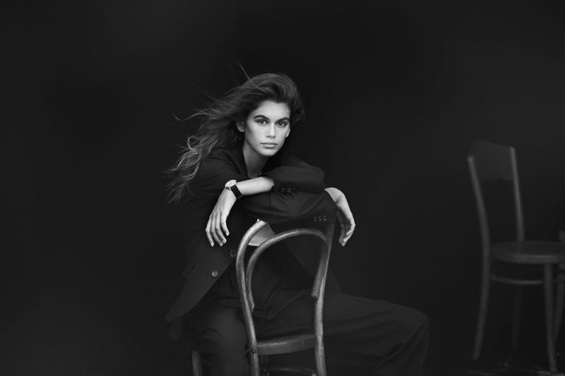 凱亞蓋柏(Kaia Gerber)是名模辛蒂克勞馥(Cindy Crawford)的女兒,母女 一樣與歐米茄OMEGA結盟,於2017年9月之巴黎時尚週期間,在「她的美麗時光(Her Time)」活動中,凱亞正式加入品牌形象大使行列,而她顯然就是全新碟飛系列TRÉSOR 腕錶的首選代言人。「我真的很喜歡經典風格,而且覺得TRÉSOR腕錶不僅擁有典雅外型,更具備很酷、很現代的新意,是一款非常漂亮的腕錶,我很喜歡。」