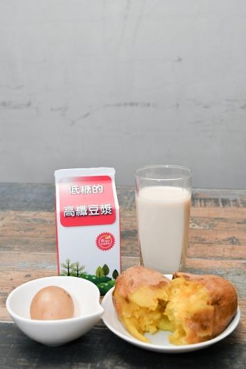 營養師對通勤族的微運動早餐搭配建議 高纖豆漿、茶葉蛋、地瓜