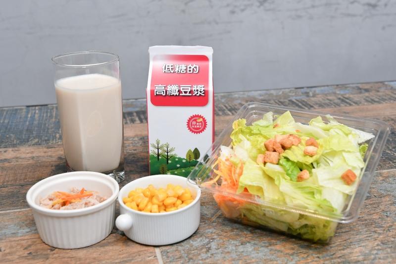 營養師對家事族的微運動早餐搭配建議 高纖豆漿、沙拉、鮪魚肉、玉米