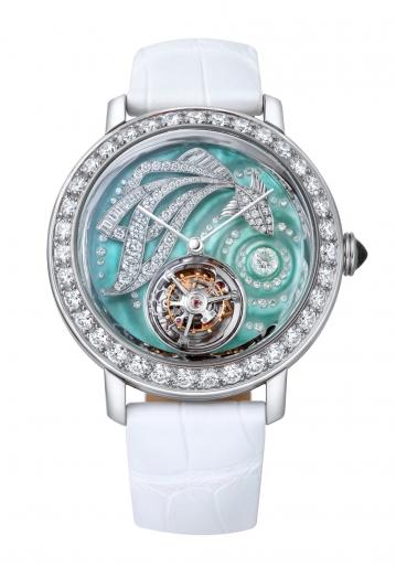Boucheron 的 Eprue系列- Ama金魚陀飛輪腕錶 白金材質錶殼鑲嵌總重5.80克拉鑽石 錶徑43毫米藍綠色珍珠母貝錶盤 白色鱷魚皮錶帶