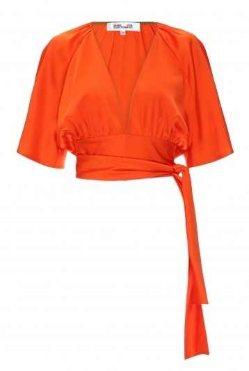 深V領緞面綁帶上衣,Diane Von Furstenberg。