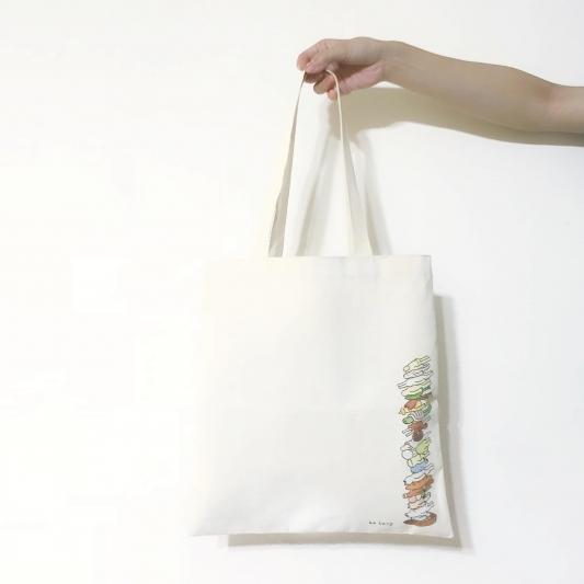 誠品生活松菸店|「be Lazy 生活懶哲學」特展∣6.13-7.23|趴趴人帆布袋,推薦價350元。