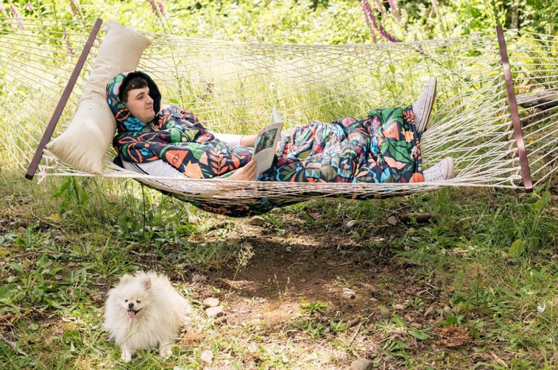 誠品生活松菸店|poler∣懶人睡袋外套|特價4,980元|原價5,980元。