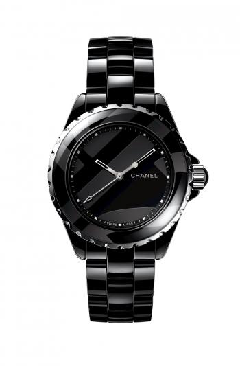 J12 Untitled腕錶 限量發行1,200枚。 黑色高科技精密陶瓷及精鋼。 黑色漆面錶盤,飾以霧面黑色圖騰。 鍍銠指針。固定式錶圈。 黑色高科技精密陶瓷錶帶,精鋼三層折疊式錶扣。 凸圓形黑色高科技精密陶瓷旋入式錶冠。 自動上鍊機械機芯。動力儲存:42小時。 防水深度:200米。 功能:時、分、秒顯示。 尺寸:38毫米。 建議售價NTD184,000元