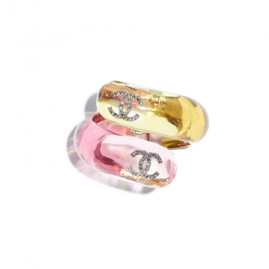 黃粉色壓克力水晶手環,Chanel,NT32,000。