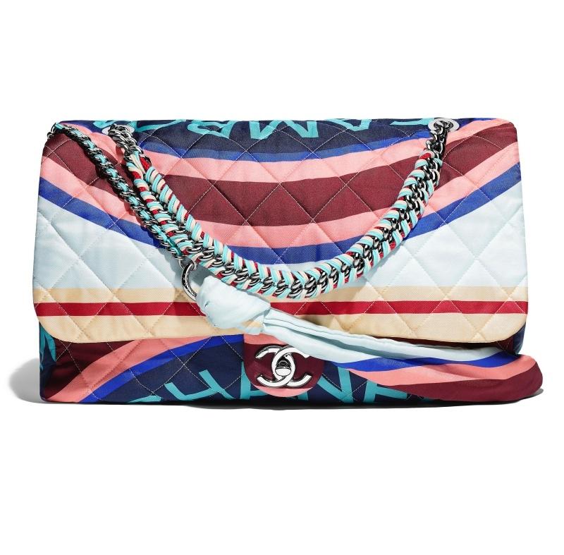 彩色印花CC扣環包,Chanel,NT137,200。