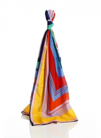 幾何造型絲巾,Diane Von Furstenberg。