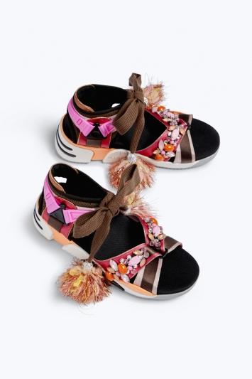 珠寶裝飾休閒涼鞋,Marc Jacobs。