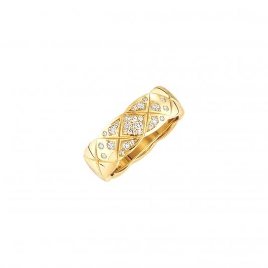 Coco Crush戒指18K黃金鑲嵌31顆明亮式切割鑽石。建議售價NTD140,000元