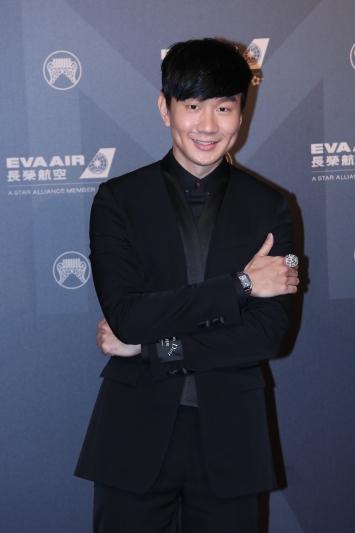 林俊傑配戴Santos de Cartier腕錶與卡地亞美洲豹鏤空戒指