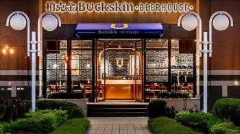 最近大家搶著去的口碑炸裂名店,以正宗德式啤酒X特色美食大受歡迎的「BUCKSKIN BEERHOUSE」,你朝聖了沒?