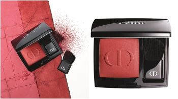 把經典藍星唇膏變成頰彩!迪奧最新秋季彩妝中「迪奧藍星訂製腮紅盤」一口氣推出16款零色差飽和色選