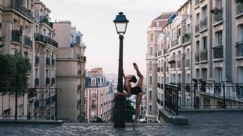 整個城市都是表演舞台!攝影師與舞者的激盪,將充滿情感的芭蕾融入城市街景