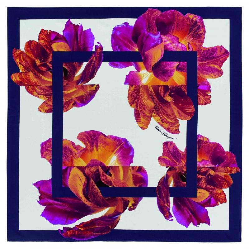 2.條紋印花絲巾,Salvatore Ferragamo,NT14,900。