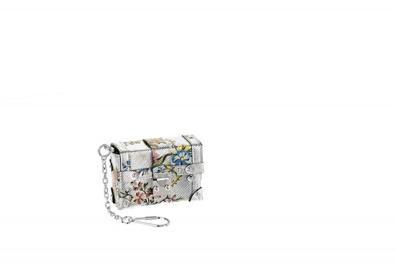 9.金屬感拼接印花墜飾,Louis Vuitton,價格電洽。
