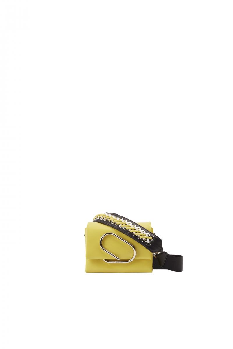 螢黃色編織裝飾肩背包,3.1 Phillip Lim,NT24,000。