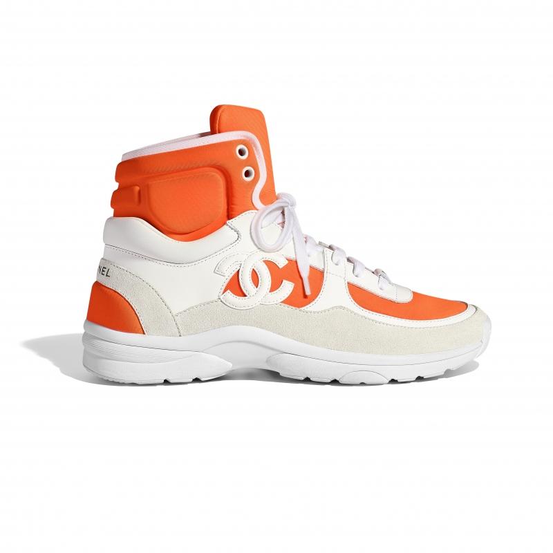 螢光橘拼接高筒球鞋,Chanel,NT29,700。