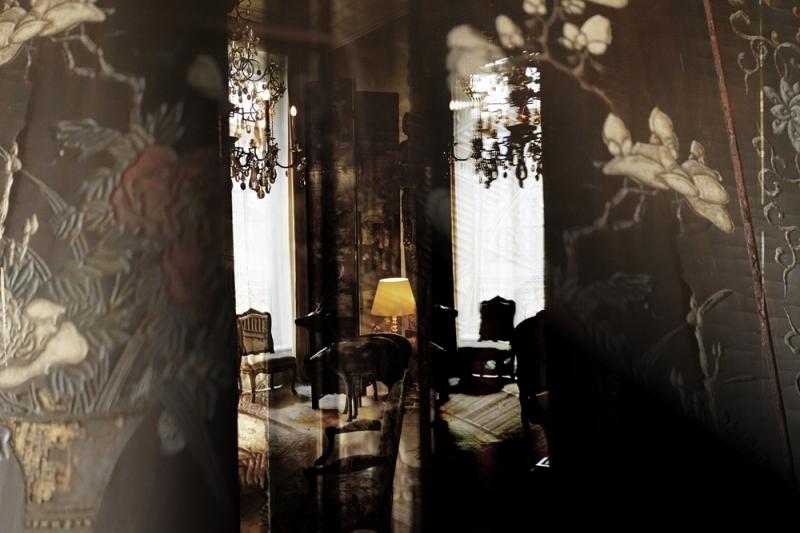 香奈兒女士寓所裡的烏木漆面屏風細節