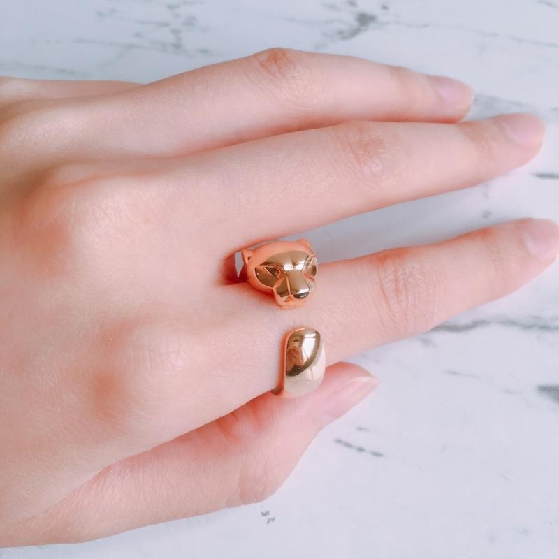 卡地亞美洲豹系列玫瑰金戒指 玫瑰K金,鑲嵌沙弗萊石和縞瑪瑙 參考價格約NT$ 184,000