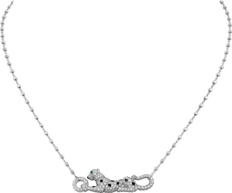 將於11 月正式上市 Sweet Demoiselle 趴豹鋪鑽項鍊 白K 金,黑色真漆,鑲嵌一顆祖母綠及圓形明亮式切割 鑽石。參考價格約NT$ 750,000