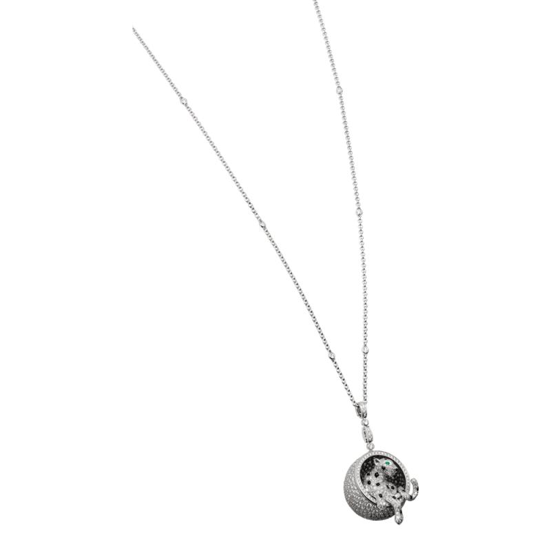 Panthère de Cartier 美洲豹鑽石長項鍊 白K 金鋪鑲鑽石飾以縞瑪瑙豹紋斑點,縞瑪瑙豹鼻及 祖母綠豹眼。參考價格約NT$ 5,300,000